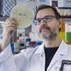 "Logo José Ramos Vivas: ""Los bacteriófagos son virus que atacan solo a bacterias"""