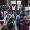 Logo ¿Qué pasa con las movilizaciones en el mundo hoy? Covid-19 y protesta social, en #GenteDeAPie