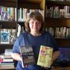 Logo Viviana Rosenzwit  en su columna literaria, viajemos con la imaginación, dos crónicas de viajes