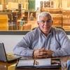 Logo LA NAVAJA INDAGA- fabricante de ataudes: entrevista a Alberto Spinelli