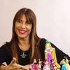 """Logo Charlamos con Ana Guillot escritora del libro """"Buscando el final feliz"""""""