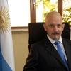 Logo Media Hora Más- Entrevista Gonzalo Urriolabeitia- Embajador argentino en Armenia