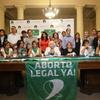 Logo Mariana Carbajal y Laura Velasco sobre adhesión de CABA  al protocolo nacional de ILE