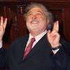 """Logo """"Peroncho"""" le agradece a Ginés González García la gratuidad de la vasectomía."""