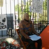 Logo Mujer encadenada a fiscalías denuncia que abusador sigue libre
