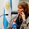 """Logo """"Alejandra Rodenas arribó el lugar en lancha, acompañada del abogado Paul Krupnik"""" - Galiano"""