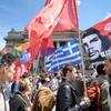 Logo Todos en cuero: Chofy investiga la música de protesta griega contra MMacri διαβίωσης Περόν