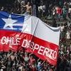 """Logo Chile hoy: """"...cansado de vivir quemando el tiempo / ahora que el sueño se acabó...""""1"""