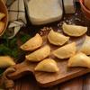 Logo #PorMientras: Emilio Bertolini enseña a preparar empanaditas de berejenas