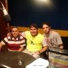 """Logo Charlamos con Carlos y Brenda Bilurón, representantes de """"Derribando Barreras""""."""